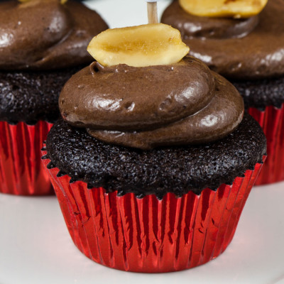 Mini vegan chocolate peanut butter cupcakes