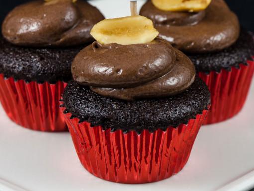 Mini vegan chocolate peanut butter cupcakes