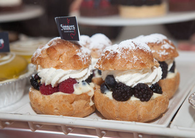 FRESH-BERRY-CREAM-PUFFS