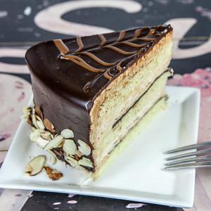 marzipan-cake-wtih-hazelnut-praline-buttercrean